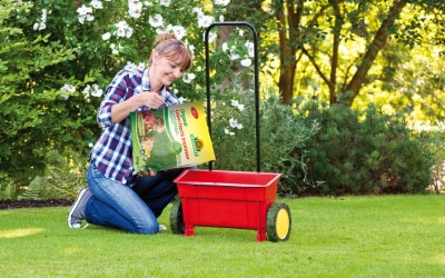 How to fertilise a lawn